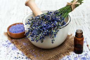 Lavender oil with bath salt