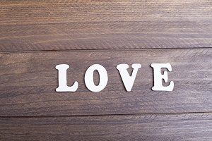 Letras de madera means love