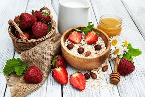 Muesli with strawberries