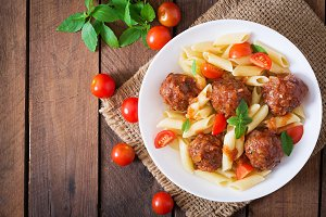 Penne pasta with meatballs