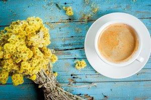 Сoffee mug & dried wildflowers