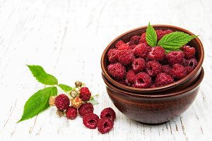Bowl with raspberries