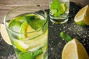 Refreshing lime mojito