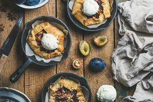 Plum and walnut crostata pie