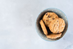 Chocolate chip cookies in bowl on gray background