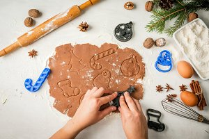Making christmas gingerbreads