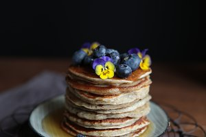 Pancakes with syrup and flowers