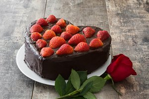 Heart shaped cake and red rose