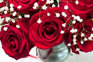 The bouquet of red roses