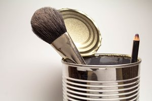 brush for the face and eyeliner