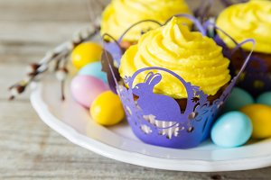 Easter cupcakes with eggs and flaffy willow