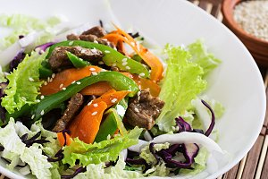Fresh salad with beef and vegetables