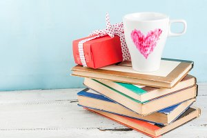 Coffee mug with heart & gift