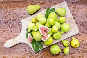 fig fruits on the wooden table.