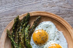 Asparagus with eggs