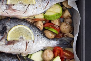 sea bream with vegetables and lemon