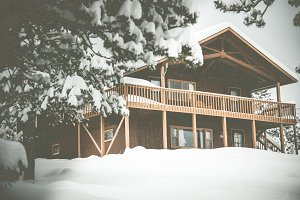 Cozy Cabin Mountain Chalet Snow 2