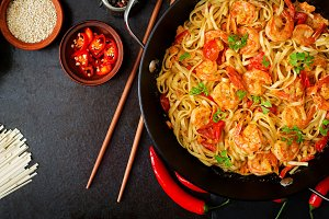 Udon pasta with shrimp, tomatoes