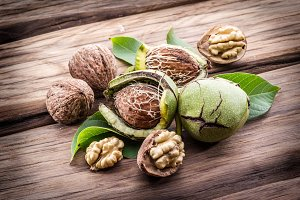 Walnut and walnut kernel