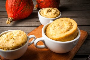 Pumpkin mug-cakes in rustic style