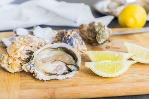 Raw oysters shells