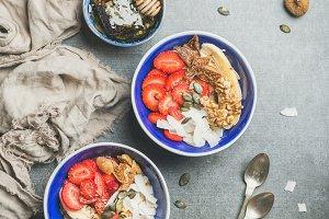 Yogurt, granola, seeds & fruits