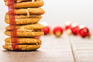 Stack of filled cookies