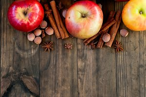 Ripe red apples, chinamon and anis