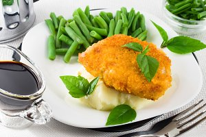 Fried breaded chicken, green beans