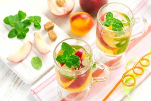 Peach ice tea and ingredients