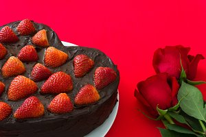 Valentine cake and red roses