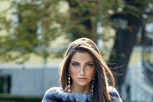 Woman in short chinchilla fur coat