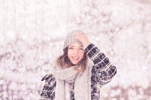 young woman hat winter snowing