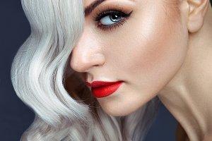 Close-up portrait blonde.