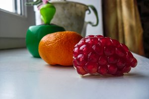 Mandarin and pomegranate composition