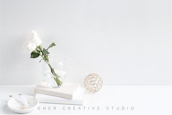 Styled Desktop White Gold 4