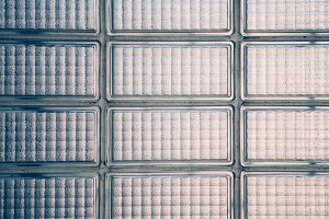 Wall composed of glass bricks