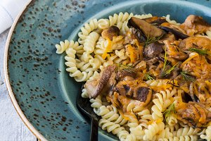 pasta with carrots and mushrooms