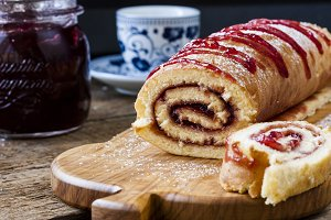 Biscuit roulade with cherry jam