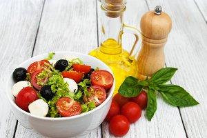 Salad with mozarella