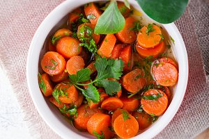Baby carrots cooked with garlic