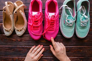 girl chooses shoes