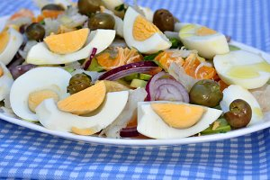 spanish salad with tuna salted