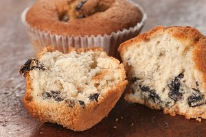 Cakes with raisins