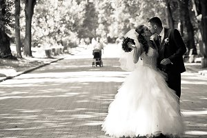 Awesome wedding couple kisses