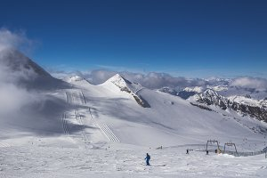 Lonely skiers on Hintertux Glacier