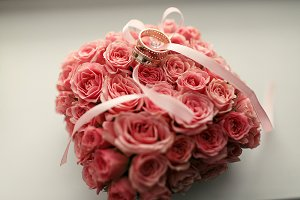 The wedding rings under bouquet