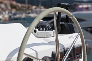 Sailing yacht control wheel