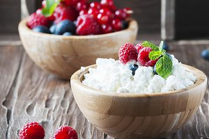 Russian cottage cheese with berry