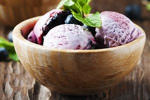 Ice-cream with blueberry and mint